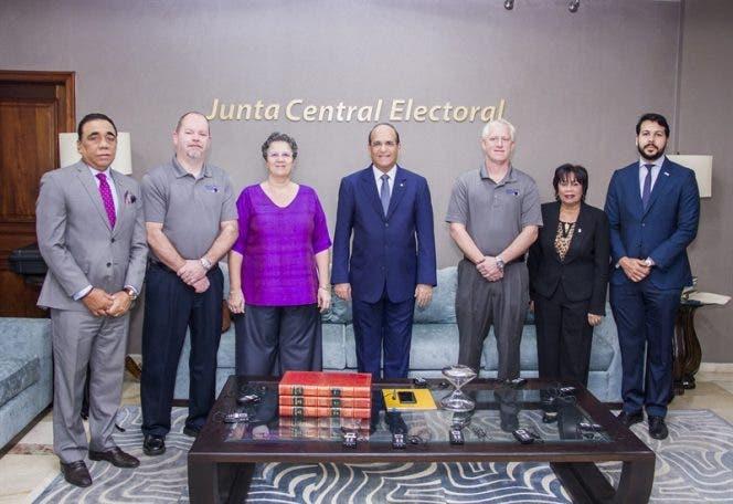 JCE realiza reunión con representantes de IFES y Pro V&V