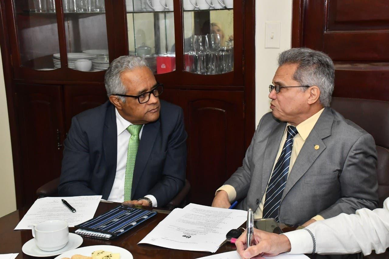 Salud Pública y Colegio Médico retoman diálogo y forman comisión para discutir temas de interés