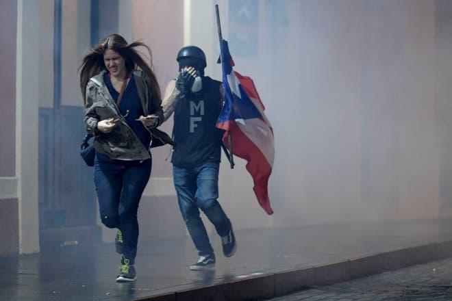 Puertorriqueños protestan por ayuda para emergencias