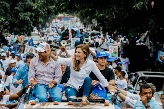 """Miles de capitaleños acompañan a Carolina en la """"Gran Caravana de la Capital"""""""