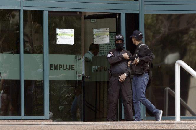 Policía venezolana rodea oficina de Guaidó en Caracas