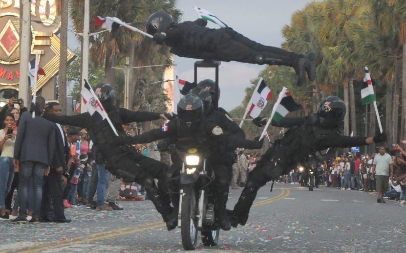 Desfile militar conmemorativo de la Independencia reúne miles de personas