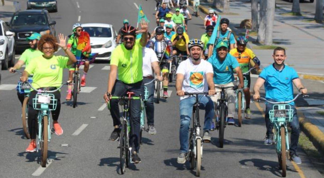 Pujals realiza caravana, promueve uso de bicicleta
