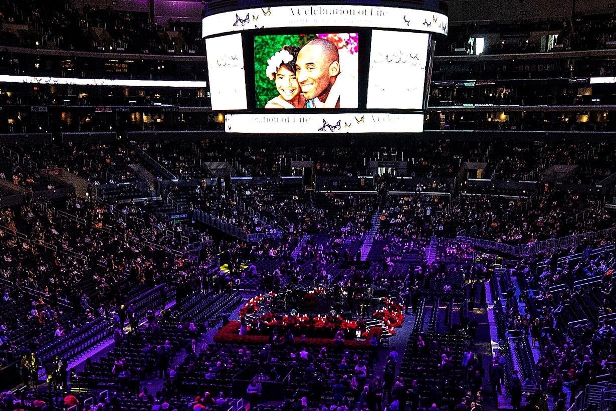 Los fanáticos y estrellas despiden a Kobe Bryant