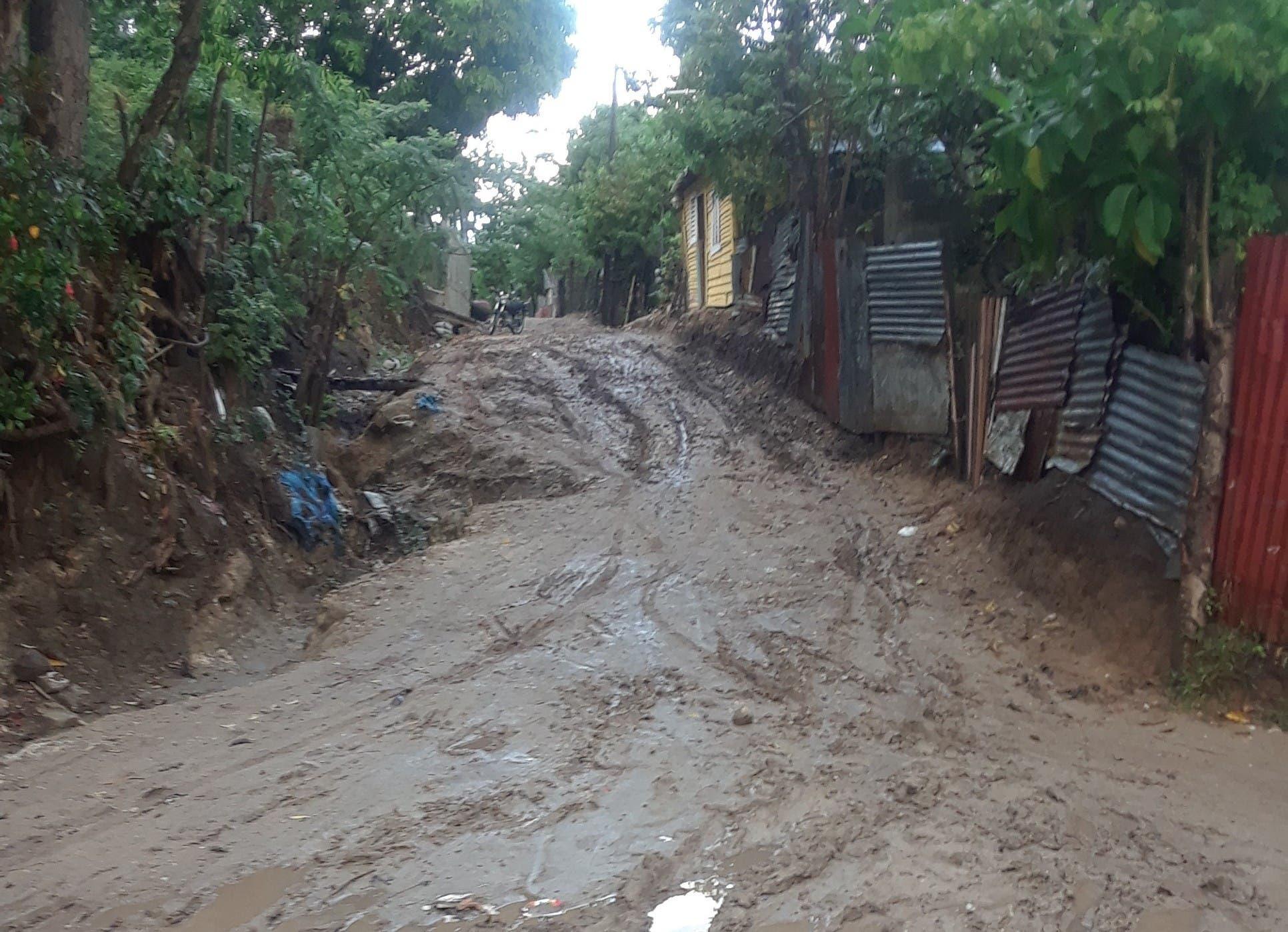 Residentes en sector de Puerto Plata aún esperan autoridades reparen calles