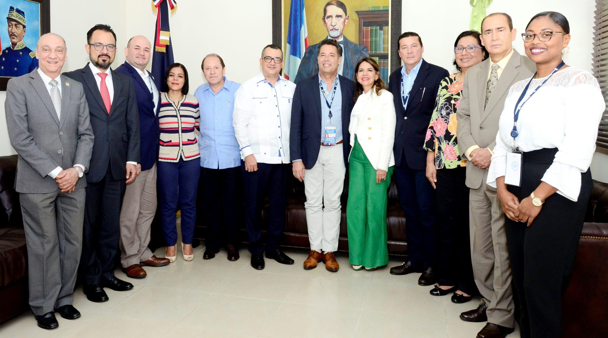 TSE trata delitos electorales con misión de observadores de la UNIORE