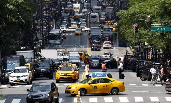 Alcalde de Nueva York indignado por el trato de taxistas a pasajeros chinos
