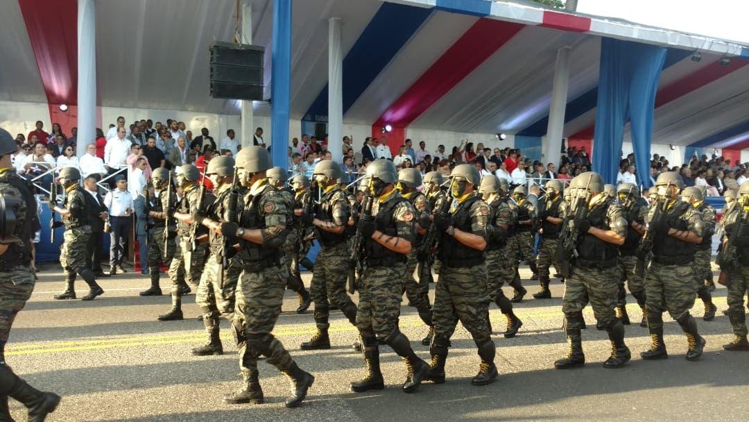 Presidente Medina encabeza el tradicional desfile militar por aniversario de la Independencia