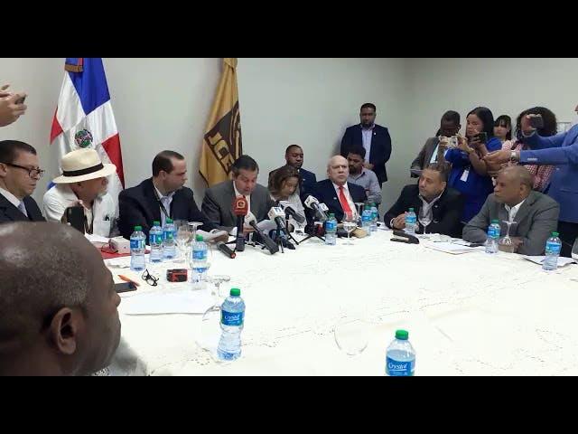 14 partidos de oposición piden reunión de urgencia con la JCE