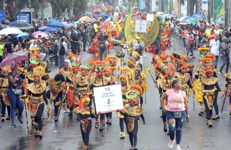 Carnaval reviste de color y alegría a Santo Domingo