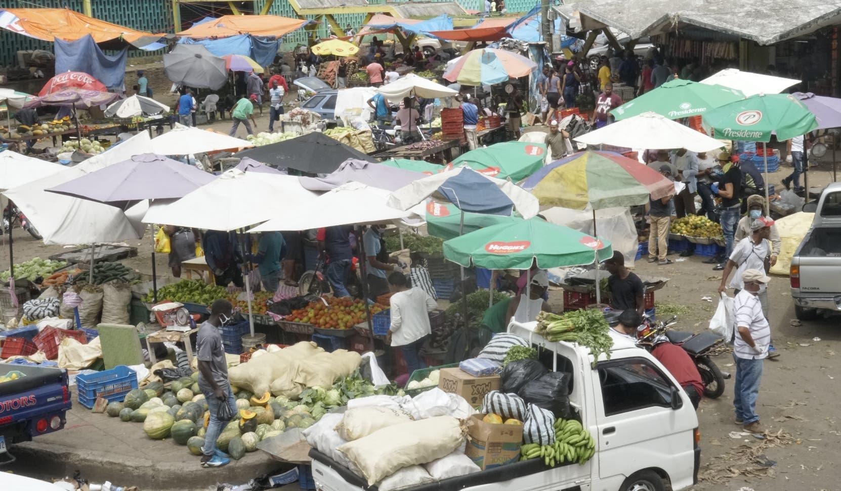 Ciudadanos ignoran llamado de no aglomerarse y abarrotan comercios