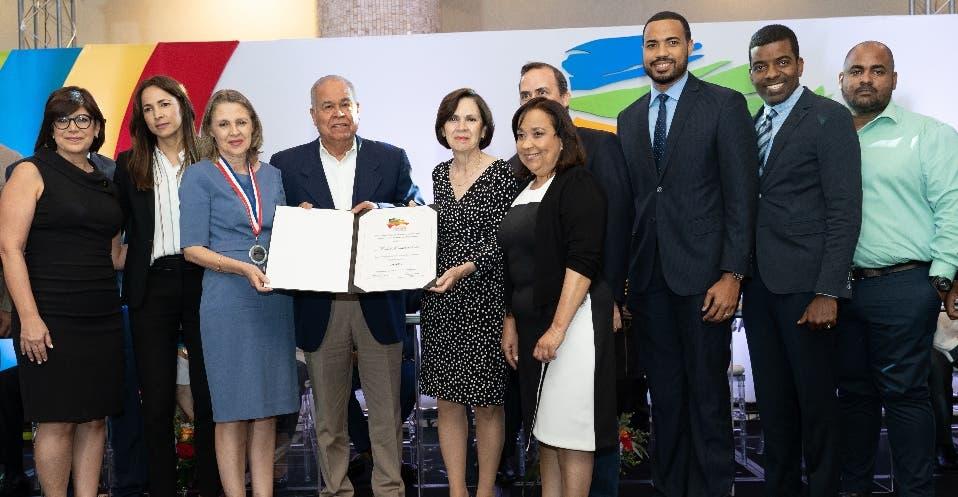 Reid & Compañía gana medalla en el Premio Nacional a la Calidad