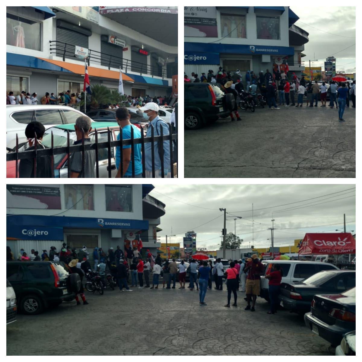 Como si fuera Black Friday, multitud acude a sucursales de Banreservas pese a cuarentena por covid-19