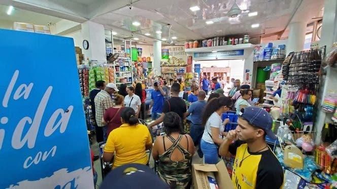Miles de personas abarrotan establecimientos comerciales en Puerto Plata