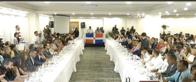 Representantes de organizaciones de la sociedad civil y de partidos acuden a diálogo alternativo convocado por jóvenes