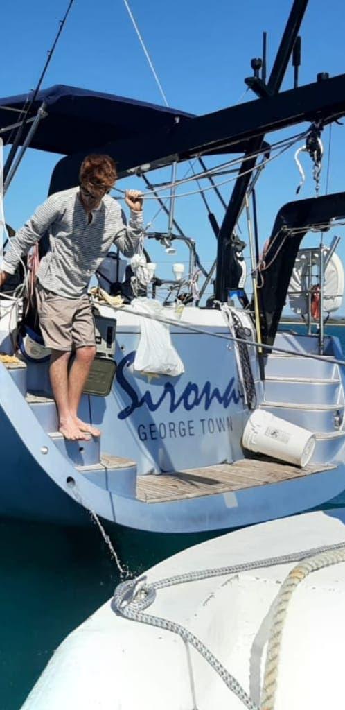 Armada impide que tripulación de velero desembarque en Muelle Manzanillo