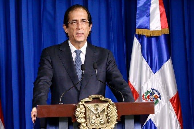 En somático: Neumático de rodillo del ministro de la Dirección, Gustavo Montalvo | El Día
