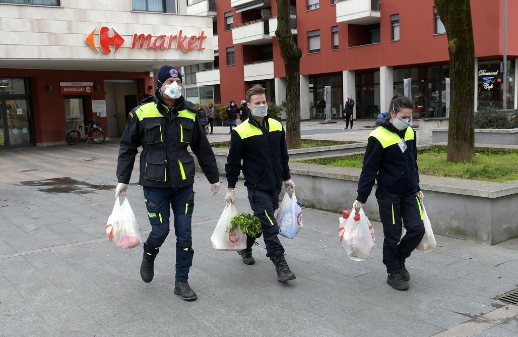 Italia busca urgentemente mascarillas contra el coronavirus entre críticas