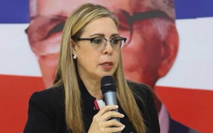 Sergia Elena pide cancelación de funcionario hizo publicación de portadas falsas en periódicos
