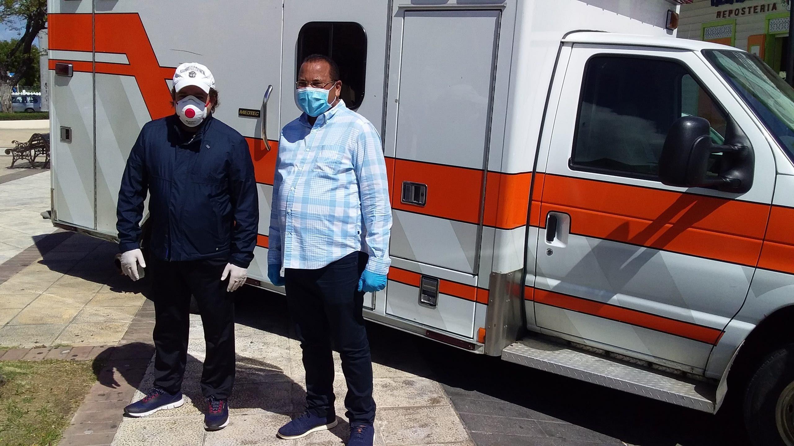 PRM y Abinader donan ambulancia a concejo de Amarradero Parné