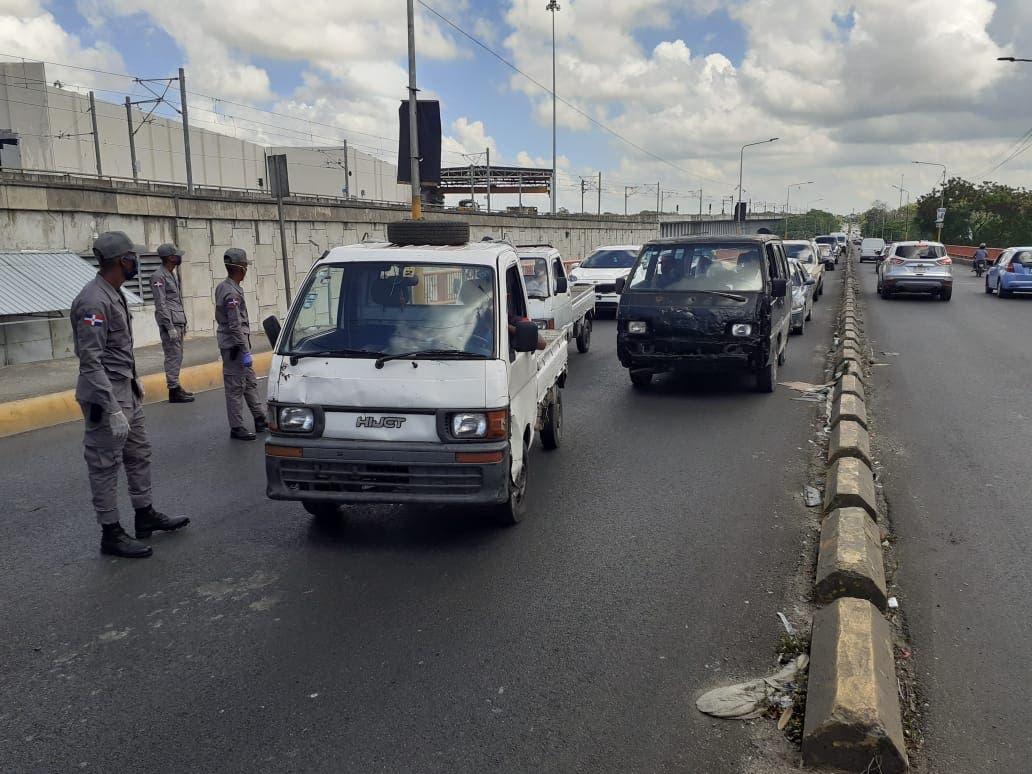 Se registra gran congestionamiento de vehículos en puente que comunica SDN y el Distrito Nacional
