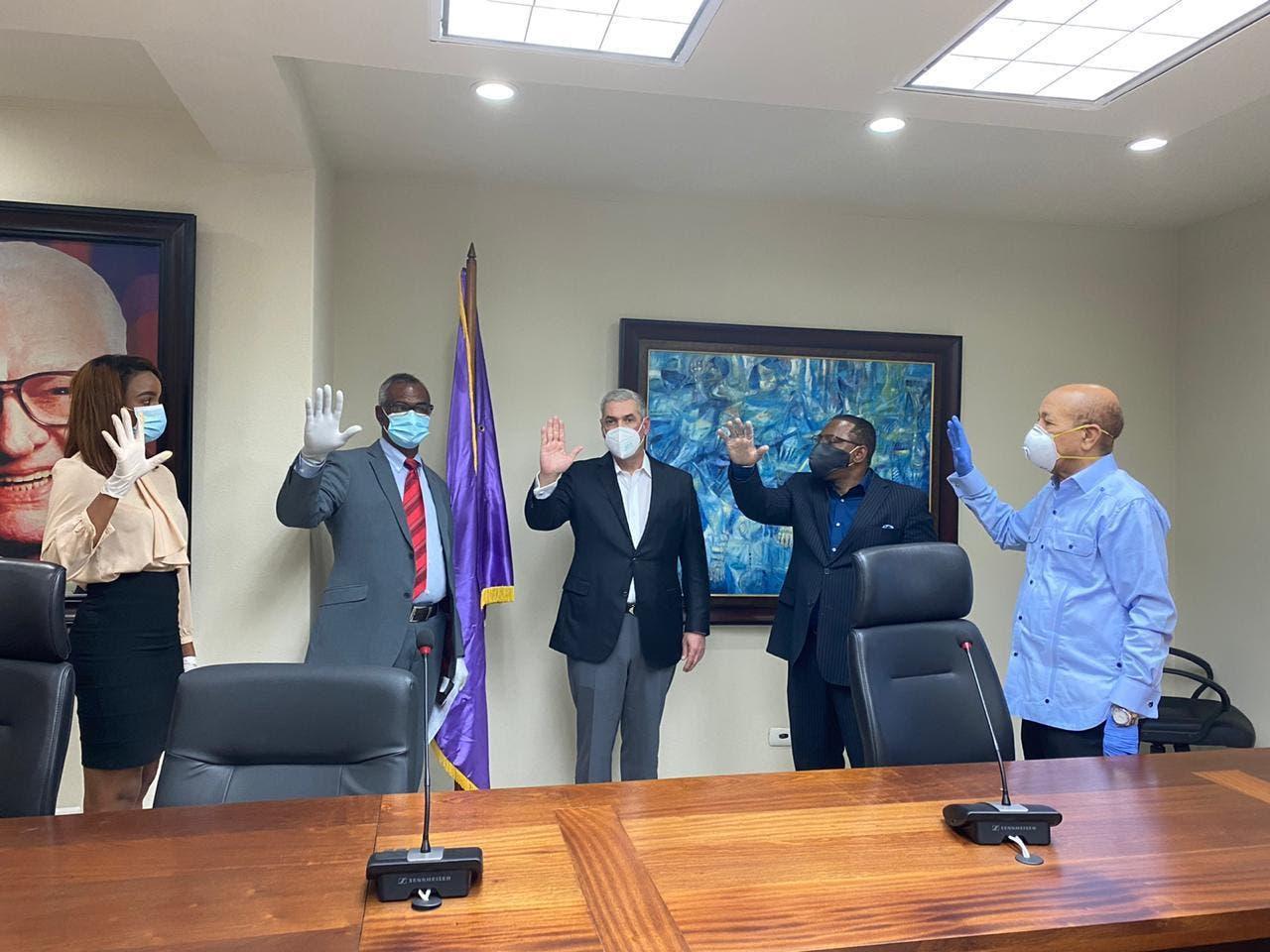 Dos alcaldes del PRSC y una regidora de la FP pasan a apoyar a Gonzalo