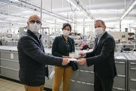 Louis Vuitton  fabrica máscaras en talleres