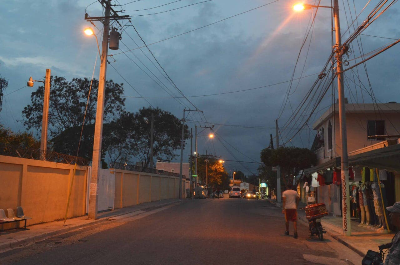Avería de subestación afecta servicio eléctrico en varios sectores de Santo Domingo Este