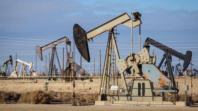 El petróleo de Texas sube un 0,9 % por la debilidad del dólar