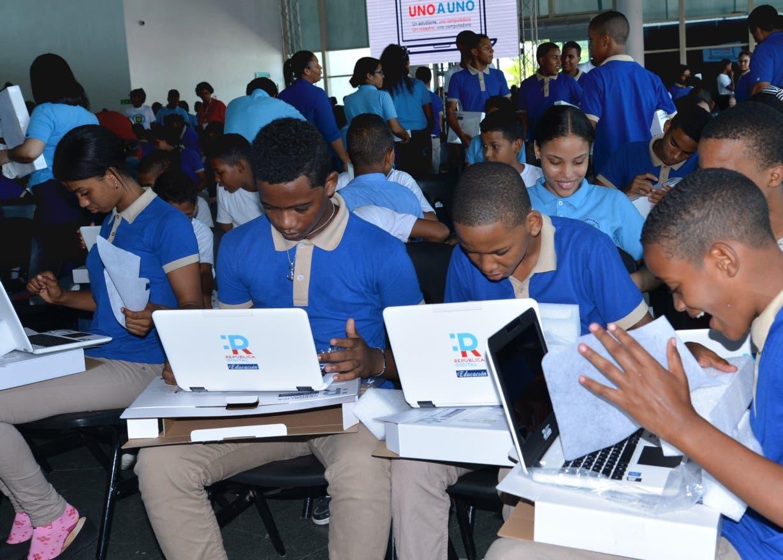 Expertos en educación citan parte  desafíos frente a nuevo año escolar