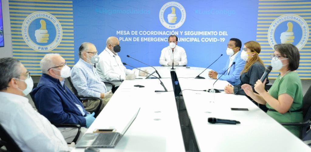 Alcaldes del PRM firman Código de Ética; Abinader promete más apoyo económico a cabildos