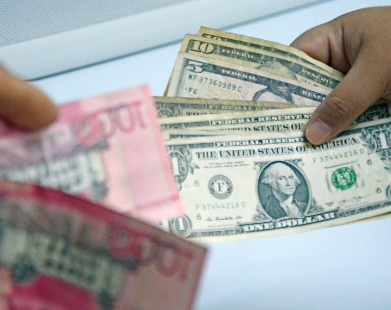 Reapertura de negocios eleva demanda dólar
