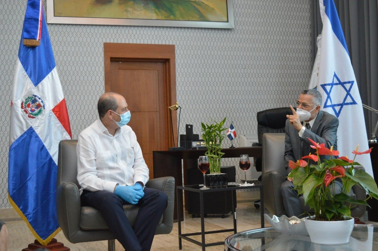 Alcalde SDE recibe visita del embajador de Israel