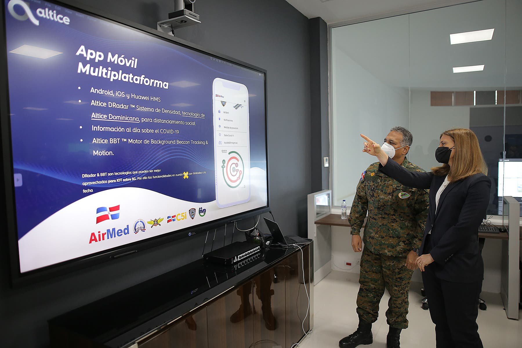 Ministerio de Defensa presenta AIRMED, una App móvil sobre el COVID-19 desarrollada por Altice Dominicana