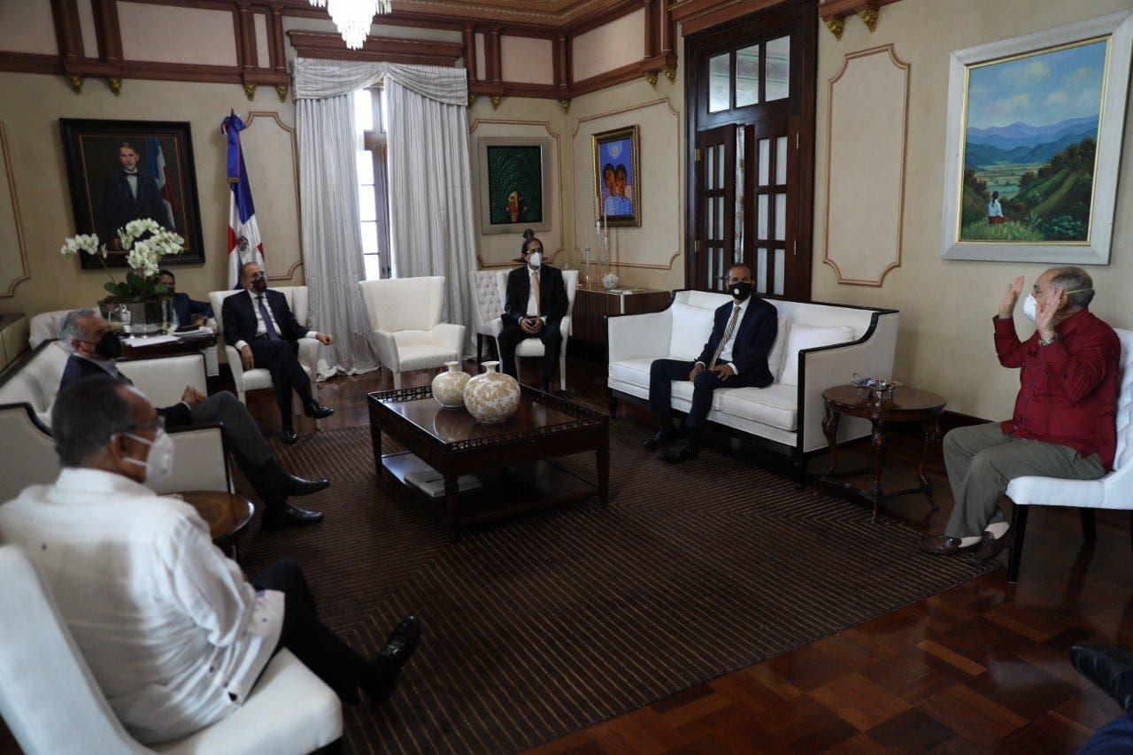 Danilo Medina se reúne con sindicalistas para escuchar sus propuestas