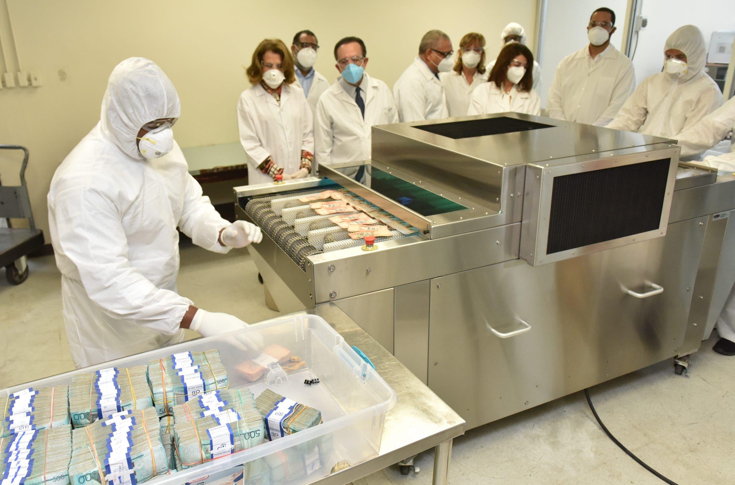 Banco Central pone en funcionamiento equipo de rayos ultravioleta para desinfección de billetes