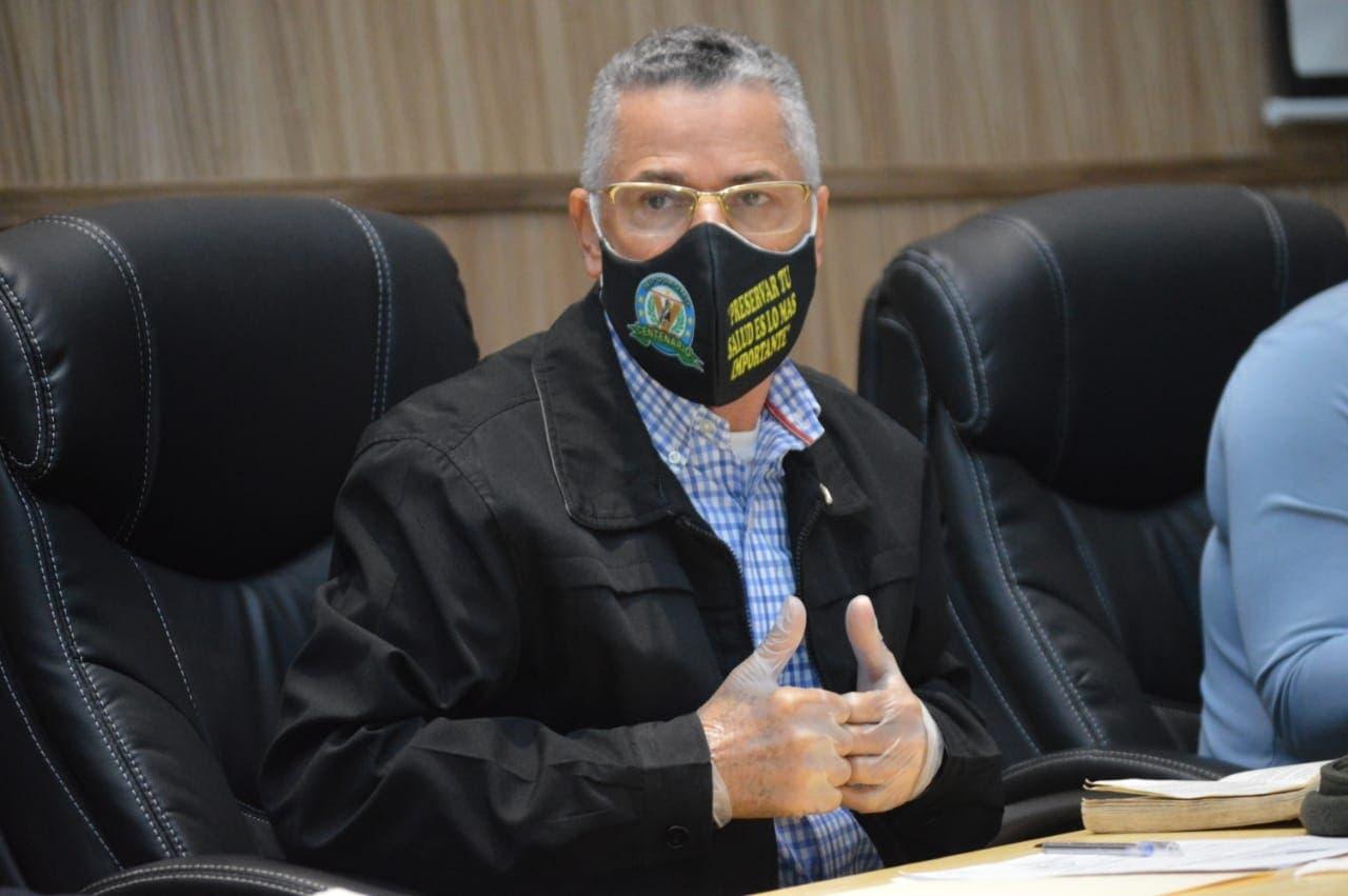 Corregidor Manuel Jiménez desistimiento a yipeta de aparato y a otros privilegios | El Día