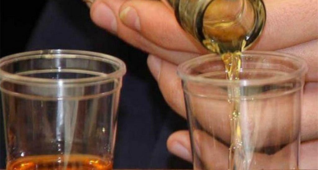 Fallecimientos por consumo de alcohol adulterado suben a 64