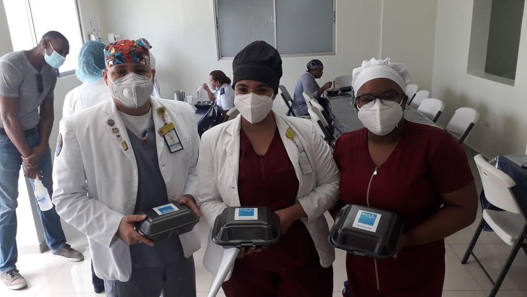 Bupa Global dona comida a personal del Hospital Ramón de Lara