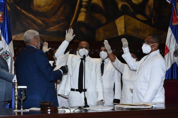 Diputados completan vacantes dejadas por alcaldes electos y otra por fallecimiento