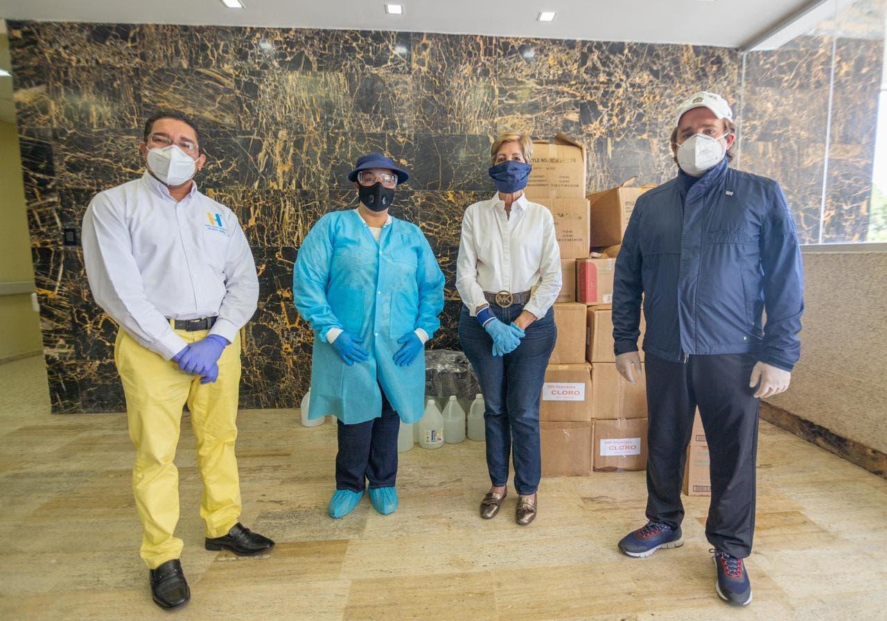 Peluche y Bournigal donan insumos médicos en Muelle Dinero para anular Covid-19