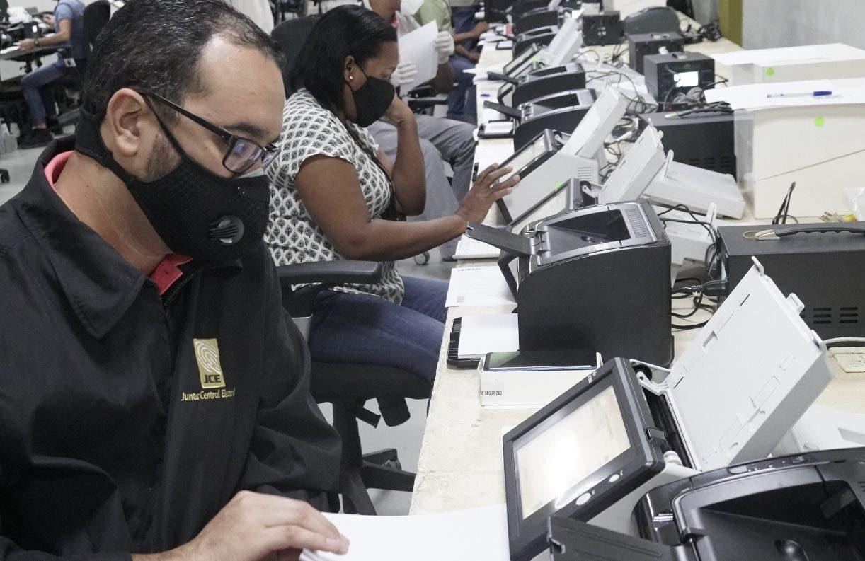 Junta inicia el clonado de los 6,581 escáneres que usará en elecciones
