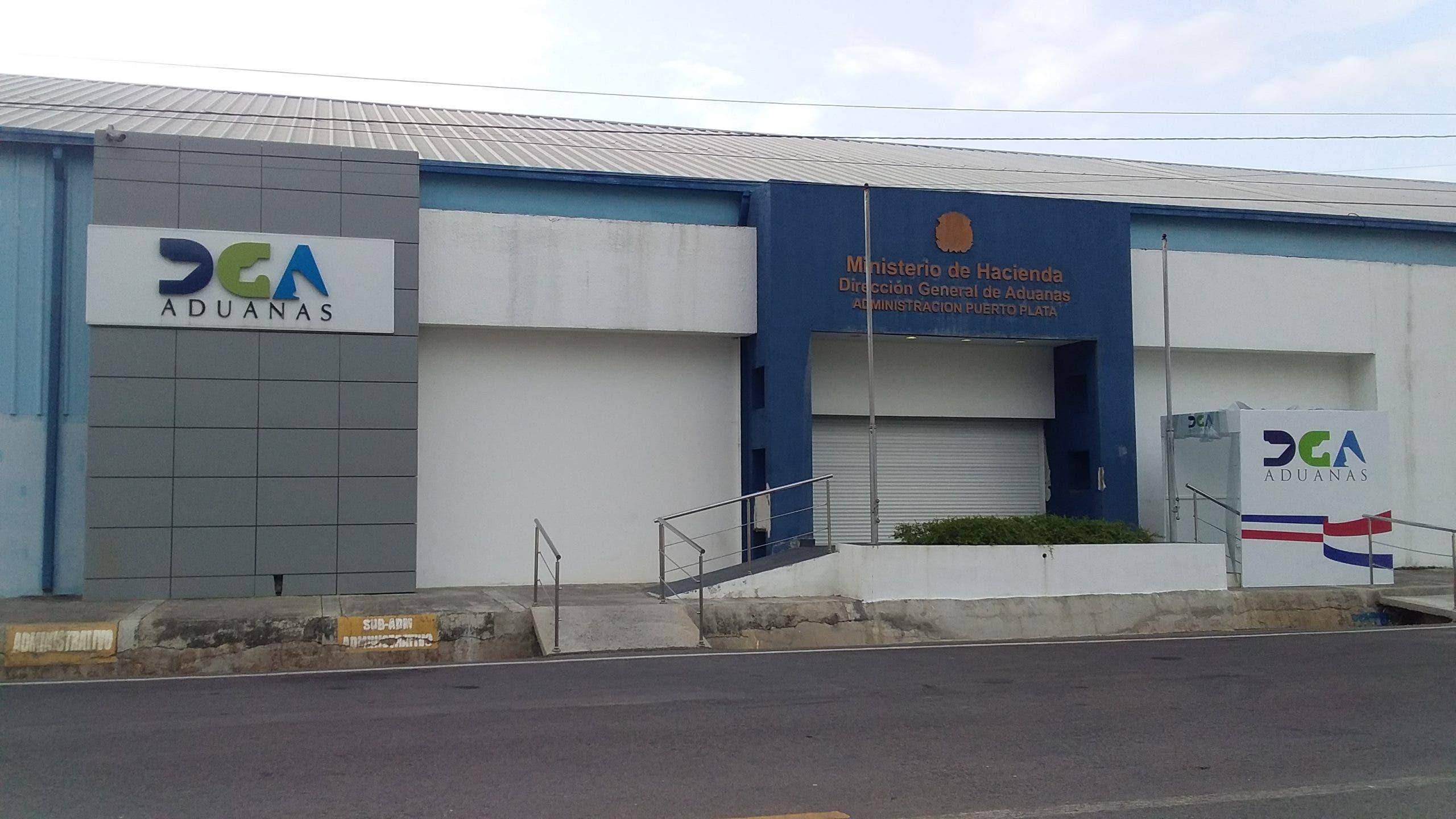Suspenden del cargo a funcionario de Aduanas acusado de violación