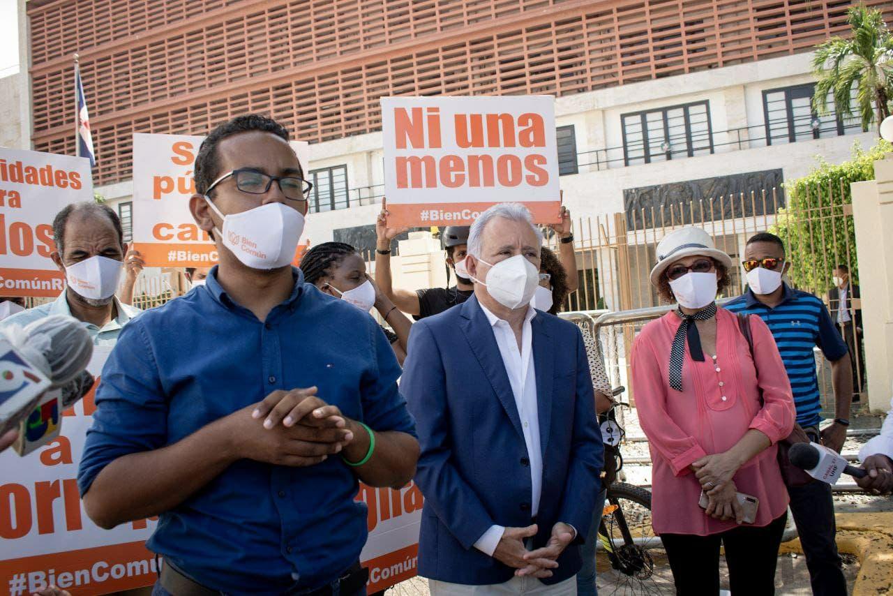 Faride, Jonathan, Liriano, Carolin y Benny accionan en amparo contra el presidente Danilo Medina