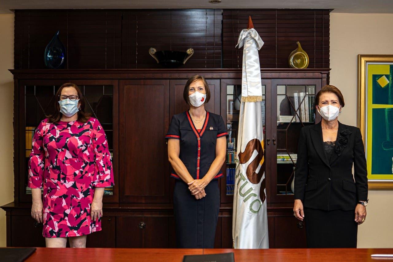 Sur Futuro y Embajada de Canadá firman acuerdo para enfrentar Covid- 19 y violencia de género en San Cristóbal.