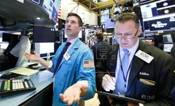 Wall Street abre mixto y el Dow sube 0,47% por las reaperturas y pese a las protestas