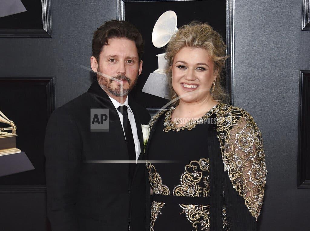 Kelly Clarkson pide divorcio tras casi 7 años de matrimonio