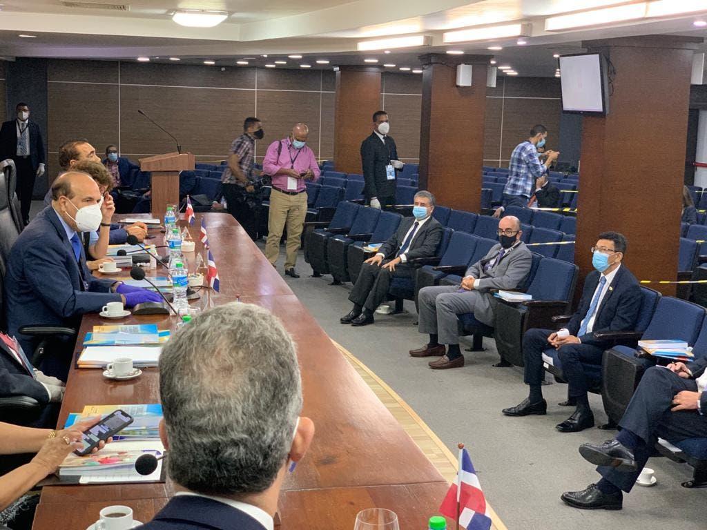 Pleno JCE se reúne con 20 diplomáticos solicitaron ser observadores elecciones