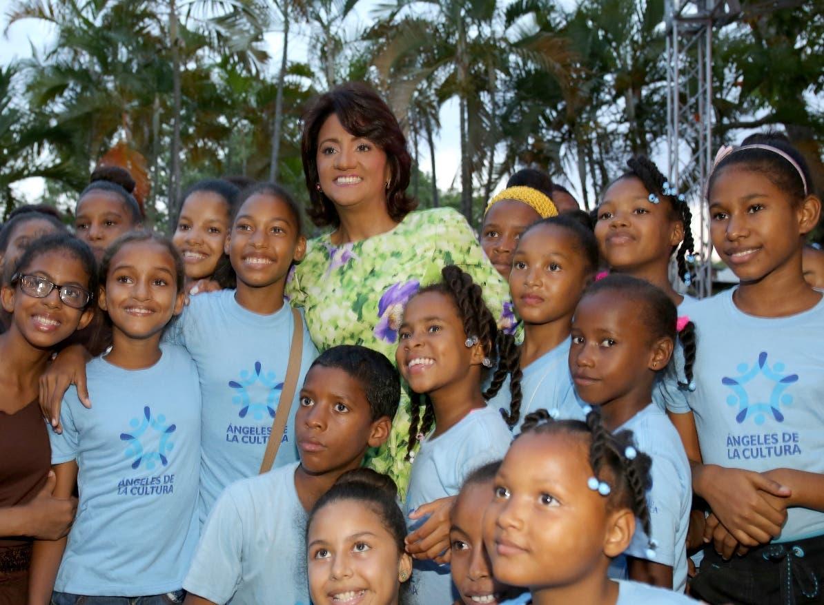 «Ángeles de la Cultura» impacta vida  de niños en República Dominicana