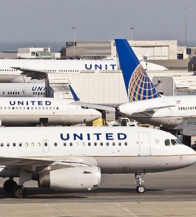 Aerolíneas de EEUU se desmarcan de United y no requerirán vacuna a empleados